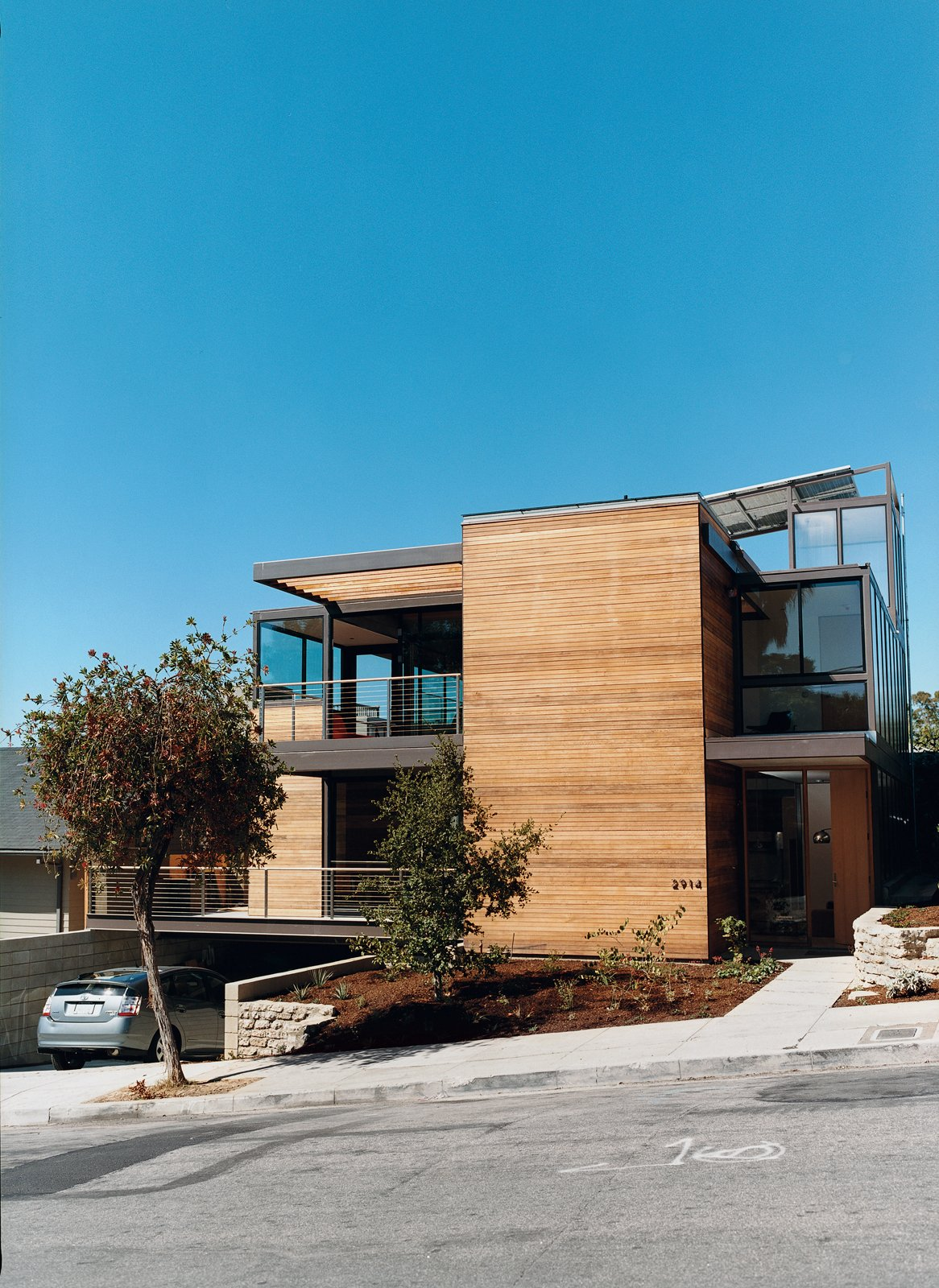 10 dwell approved eco friendly homes blu realty unique for Dwell houses